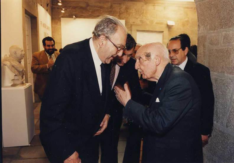 Antonio Fraguas conversando con Filgueira Valverde durante a celebración do Tricentenario de Frei Martín Sarmiento