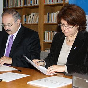 Sinatura dun convenio co Instituto Camões de Portugal