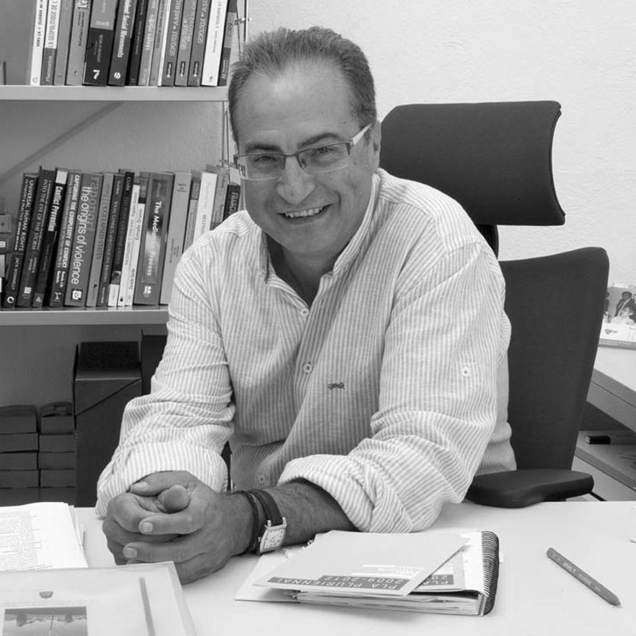 Rafael Grasa - O novo sistema internacional e os retos do humanitarismo: a xestión da crise humanitaria e migratoria e das novas formas de violencia directa non política
